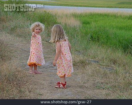 Summer, Showing, Siblings