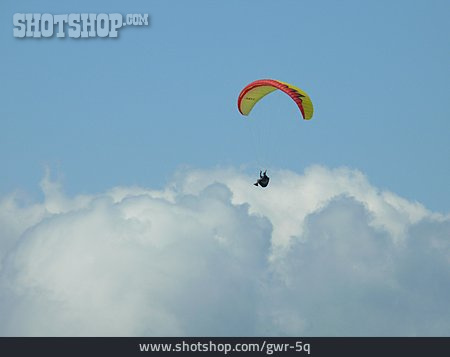 Paragliding, Flying