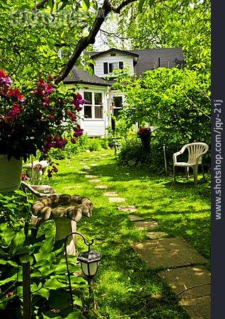 Domestic Life, Garden