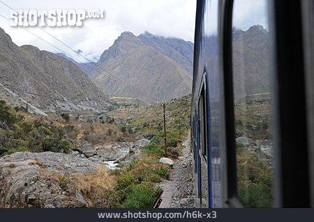 Peru, Train