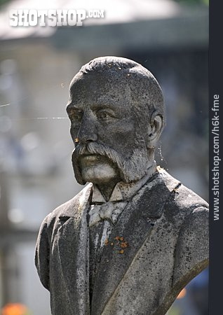 Bust, Grave Character