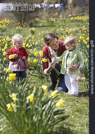 Easter, Family Life, Easter Egg Hunt