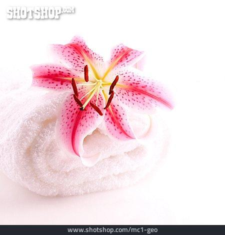 Towel, Lilies Bloom, Bath Towel