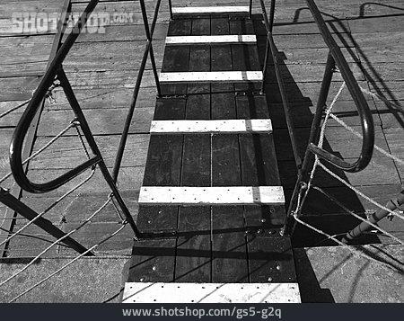 Pier, Railing