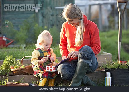 Mother, Relaxation & Recreation, Snack, Daughter