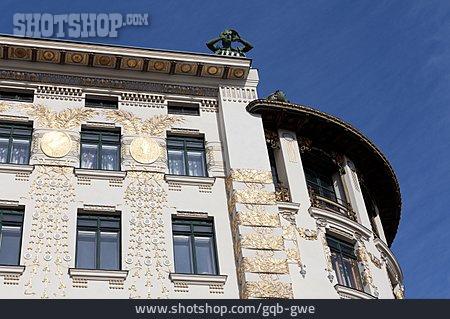 Art Nouveau, Left Vienna Line