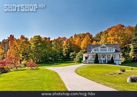 Canada, Villa, Property