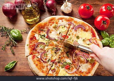 Cutting, Pizza