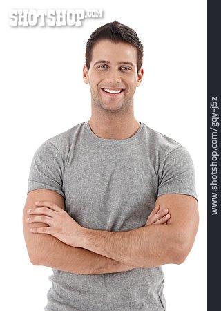 Mann Lächeln Arme Verschränkt | Lizenzfreies Bild gqy-j5z