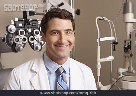 Oculist, Opticians