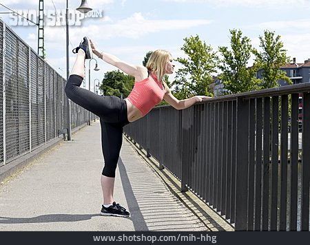 Young Woman, Woman, Sports & Fitness, Gymnastics, Stretching, Runner
