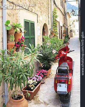 Alley, Scooters, Majorca
