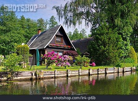 House, Spree Forest, Am Fließ