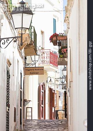 Alley, Otranto