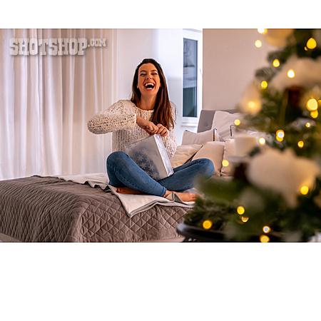 Joy, Unpacking, Christmas Present